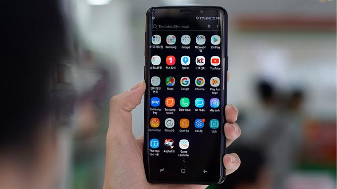 Samsung Galaxy S9 mang lại cảm giác thoải mái, dễ chịu khi cầm nắm